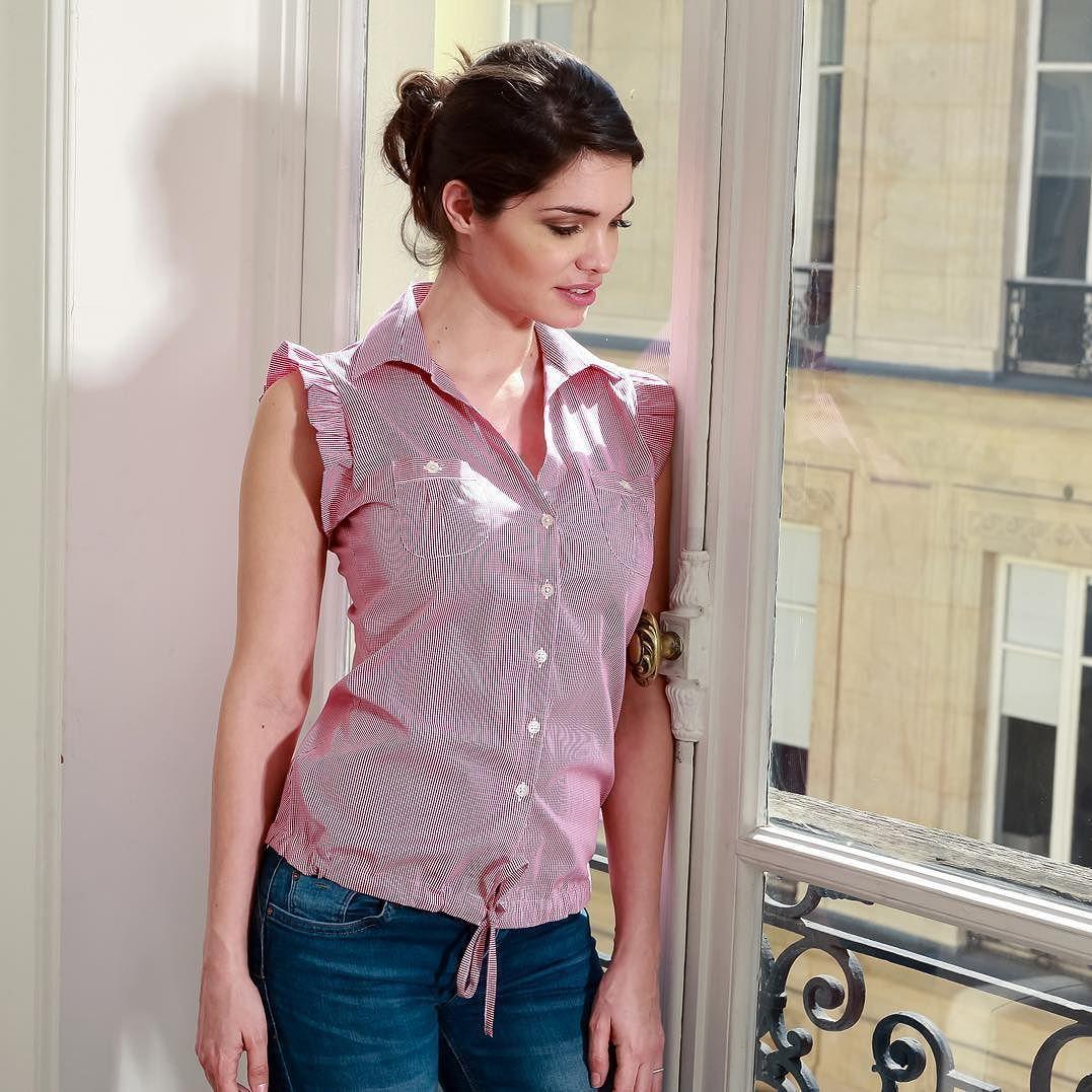 Les beaux jours sont encore là et nous avons pensé à vous. Cette petite  blouse chemise a le goût de l été. a8010f4ad3d1