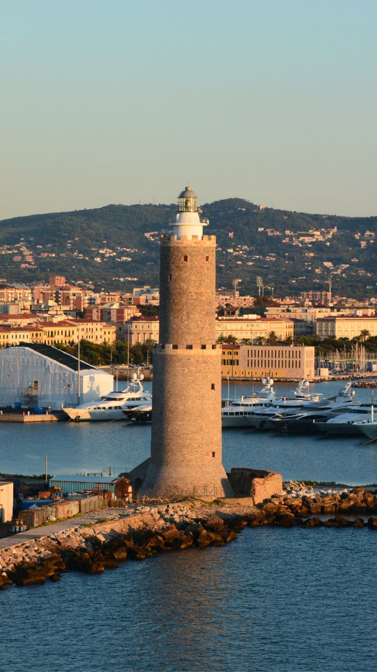 Lighthouse in Livorno, Italy- by Stuart Axe - Italië