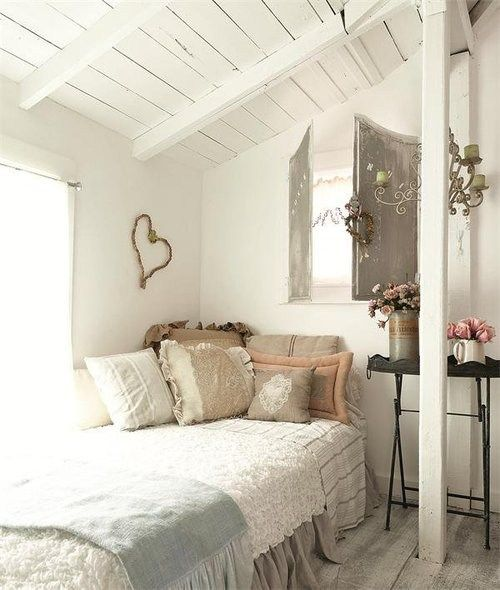 like the bedding, simple, pillows, layers.  nice for a very small space, and very welcoming to take a nap.
