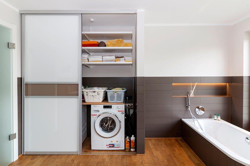 Ein Einbauschrank im Badezimmer sorgt für ordentlich Stauaum