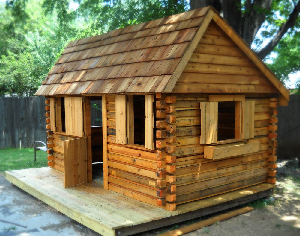 Log Cabin In A Backyard In Wichita Ks Made From Recycled Pallets Kidsplayandmore Com Small Log Cabin Cabin Log Cabin