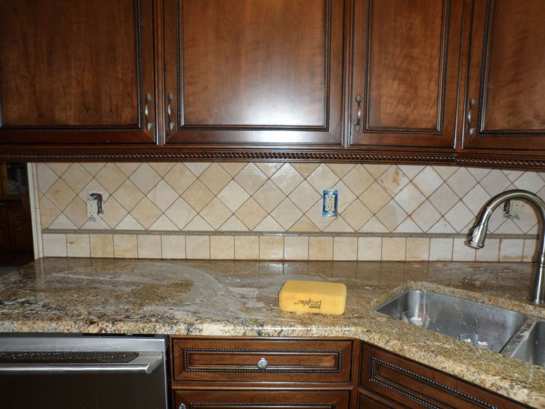 Pictures of glass tile backsplashes ohio 44145 glass tile and tumbled limestone kitchen for Tumbled glass tile