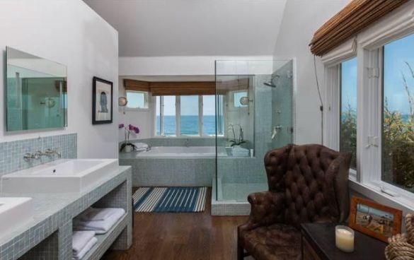 Glee Creator Selling Charlize Theronu0027s Former Malibu, Ca Home, Badezimmer