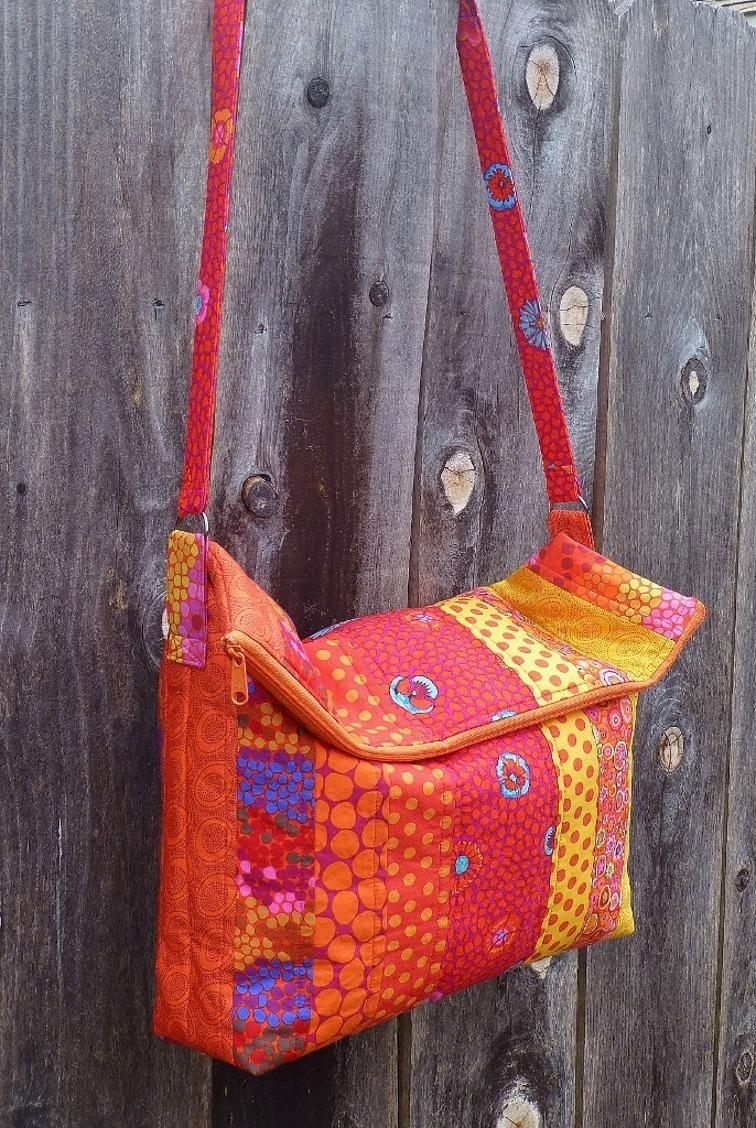 e5cd92dd3474 Flip Flop Messenger Bag free PDF pattern download from craftsy