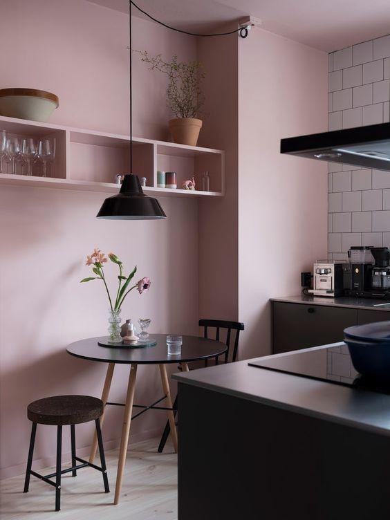 25 Schicke Moglichkeiten Pink In Ihrer Kuche Zu Rocken Ihrer Kuche Moglichkeiten Rocken Schi Interior Design Kitchen Kitchen Interior Pink Kitchen Walls