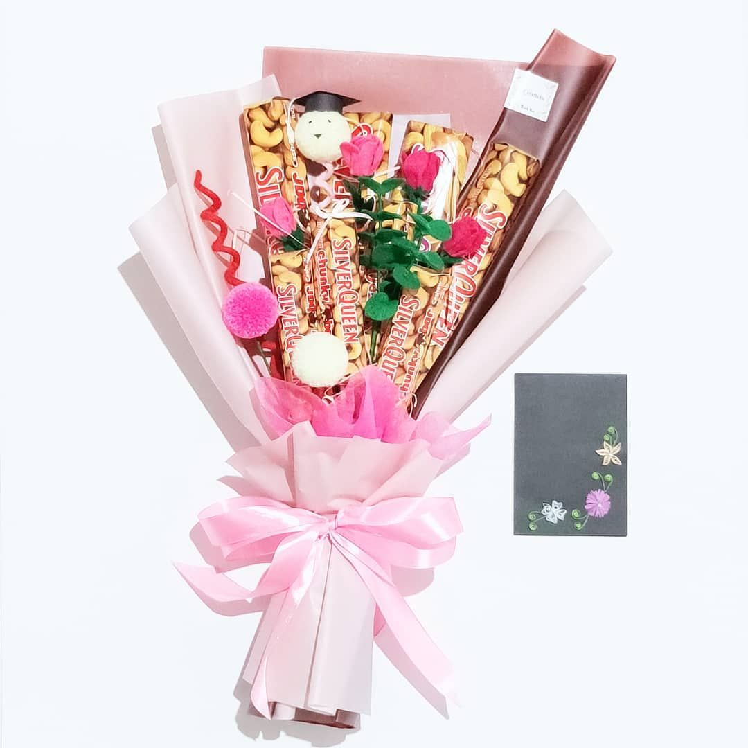 9 Likes 0 Comments Hand Bouquet F Craftsku On Instagram Yeeyy You Do It Happy Grad For Order Buke Buket Snack Graduation Diy Bucket Snack