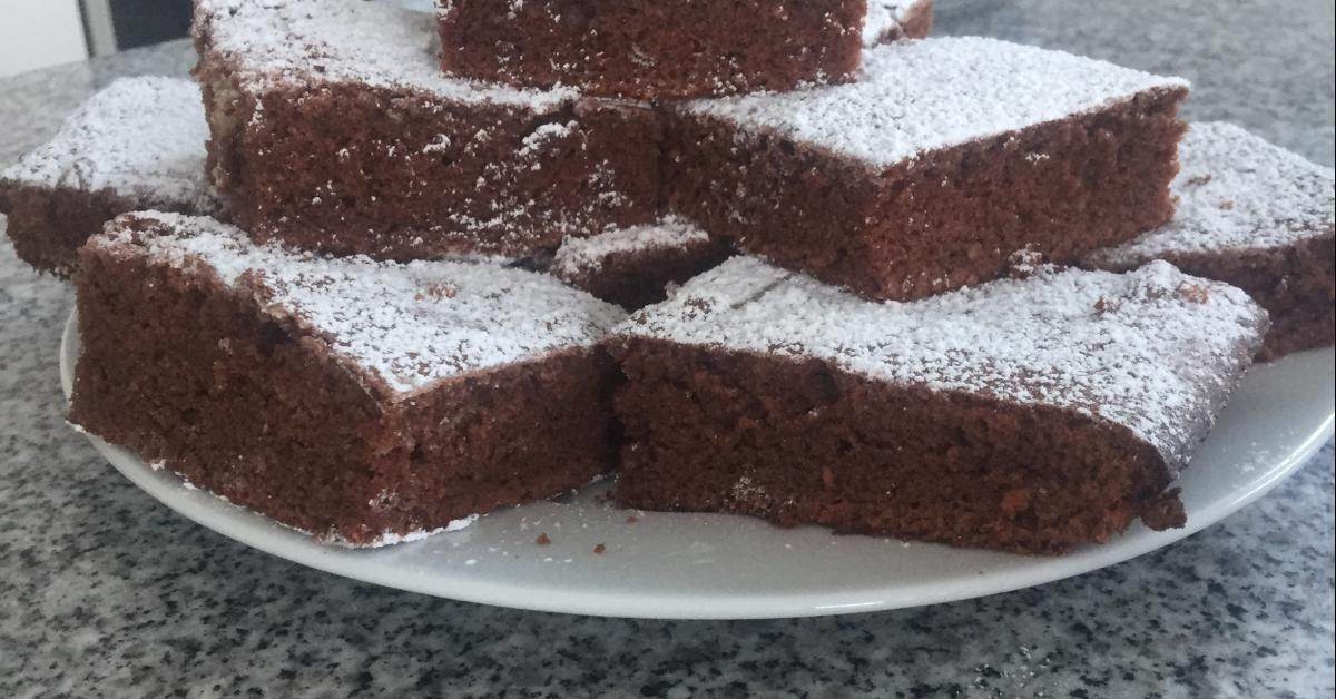 Saftiger Schokoblechkuchen Mit Ol Rezept In 2019 Backen Schokoblechkuchen Schokokuchen Und Backen