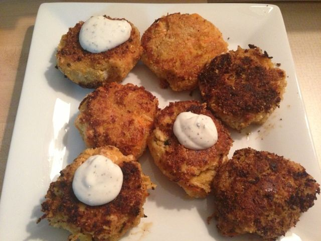 Buffalo chicken, blue cheese, and veggie cakes. Made with almond flour for south beach diet phase 2 and with a light ranch dipping sauce for south beach diet phase 1 #southbeachdietphase1
