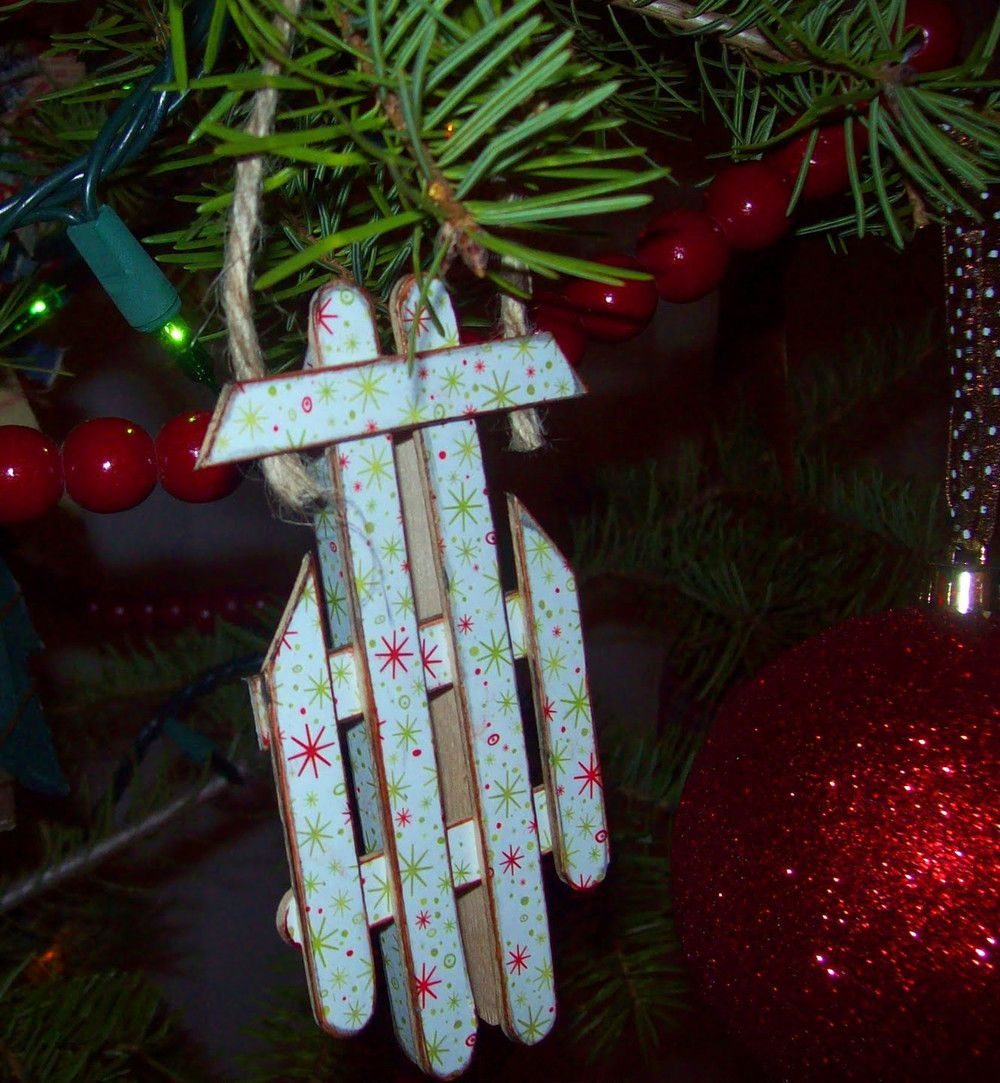 Yearly christmas ornaments - Easy Popsicle Stick Sled Ornament Allfreeholidaycrafts Com