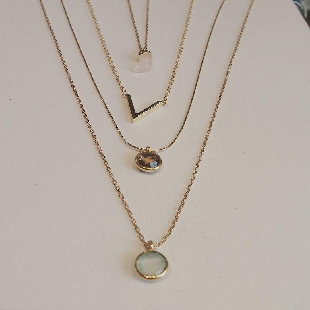 Gargantillas  #gargantilla #chapado #necklace #choker #smallstick #detalle #iloveit #colors #jewelry #summer #regalosqueenamoran. #regalo sleonor