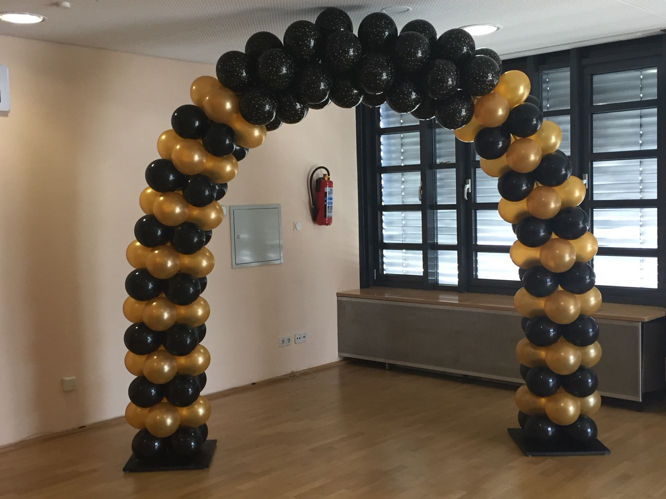 Black And Gold Air Filled Arch Baloes Pretos Decoracao Festa