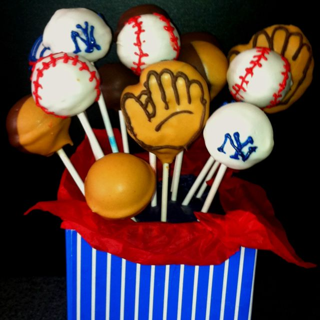 NY Yankees, one of my favorite bouquets so far #cakepopbouquet