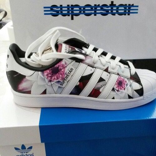 Adidas superstar. Floral print