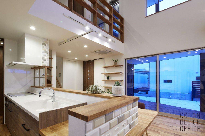 タイルの映えるダイニングキッチン 注文住宅 住宅 カフェスタイル