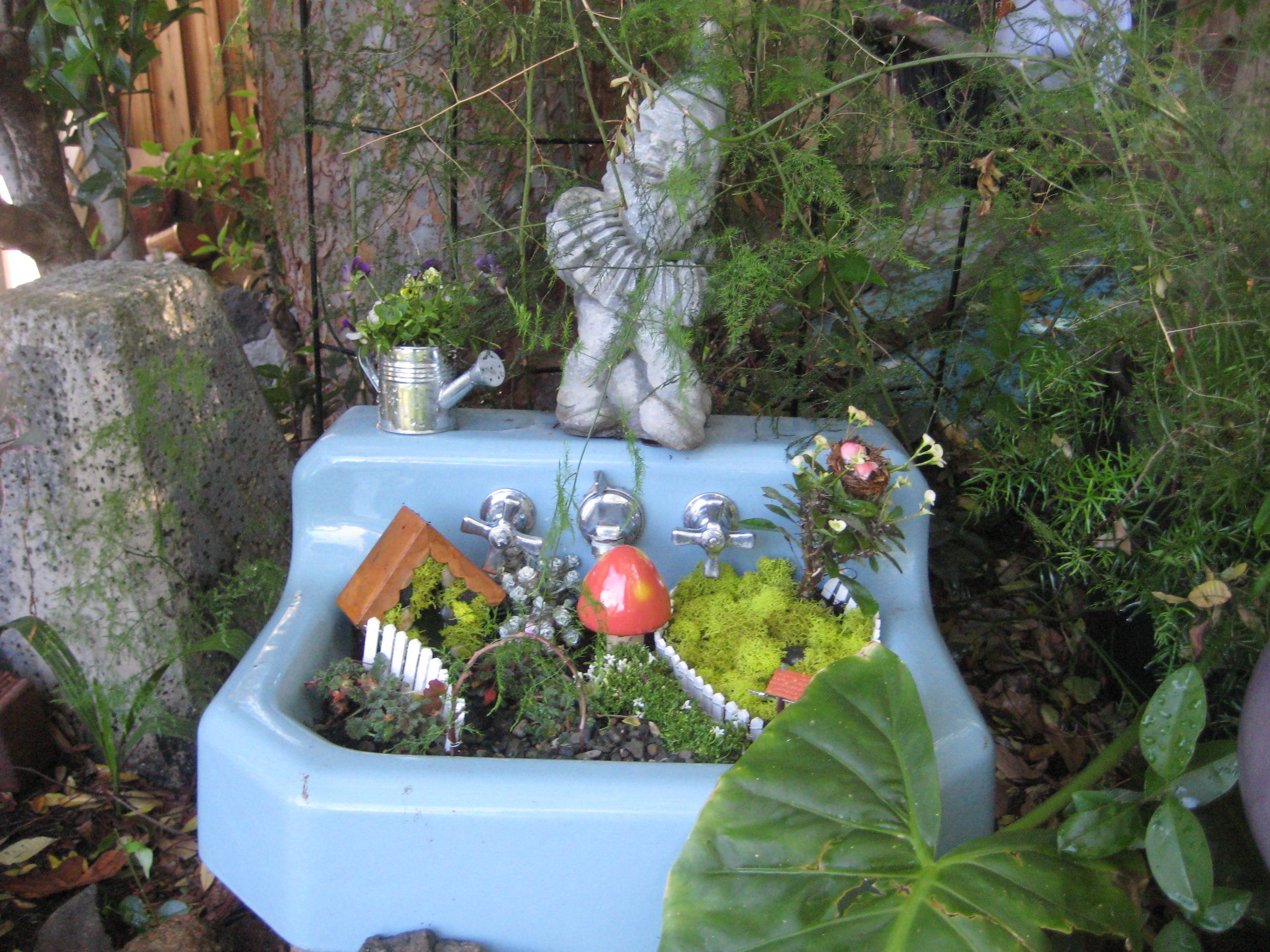 A Simple Fairy Garden In An Old 50 S Sink Fairy Garden 400 x 300