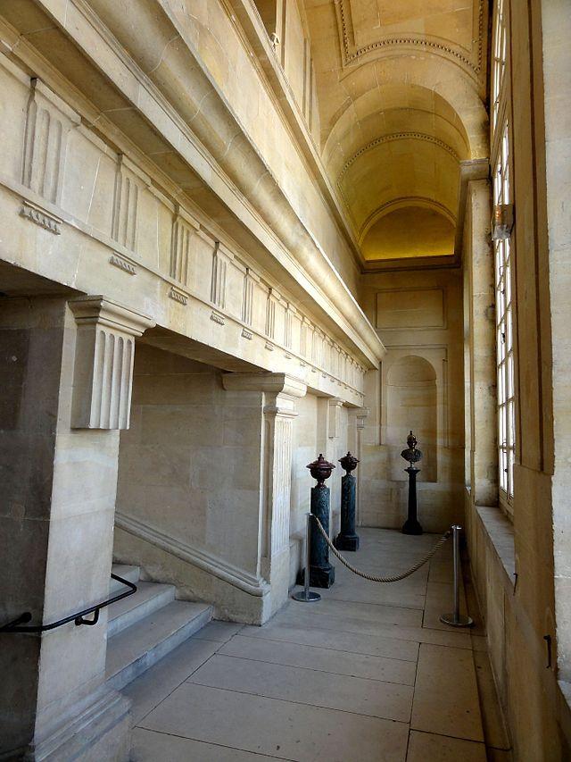 Écouen (95), château, 2e étage, escalier de l\u0027aile septentrionale - escalier interieur de villa