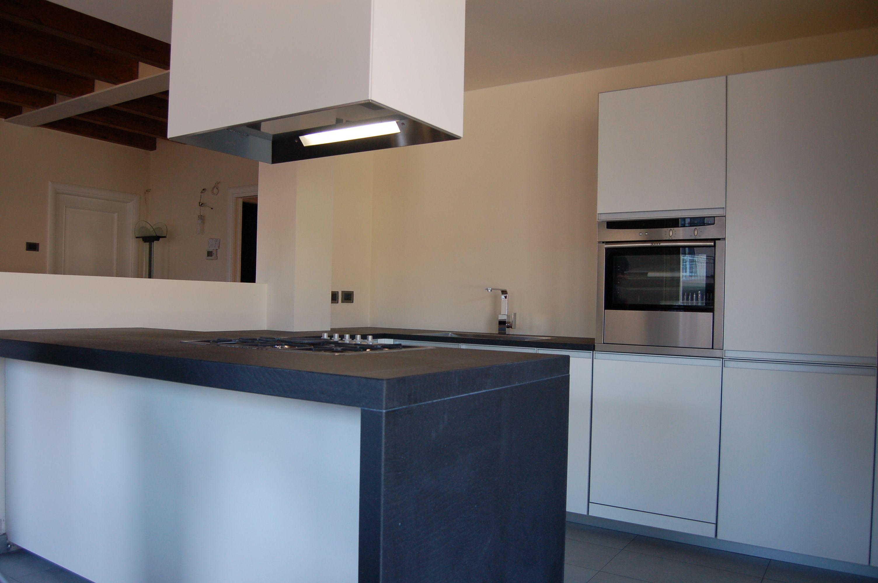 Progettazione e realizzazione sartoriale di cucina moderna ...