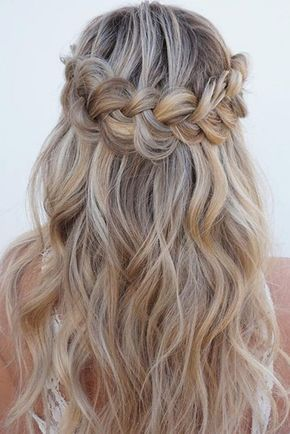 christmas party hairstyles for wavy hair see more httplovehairstylescomchristmas party hairstyles for wavy hair