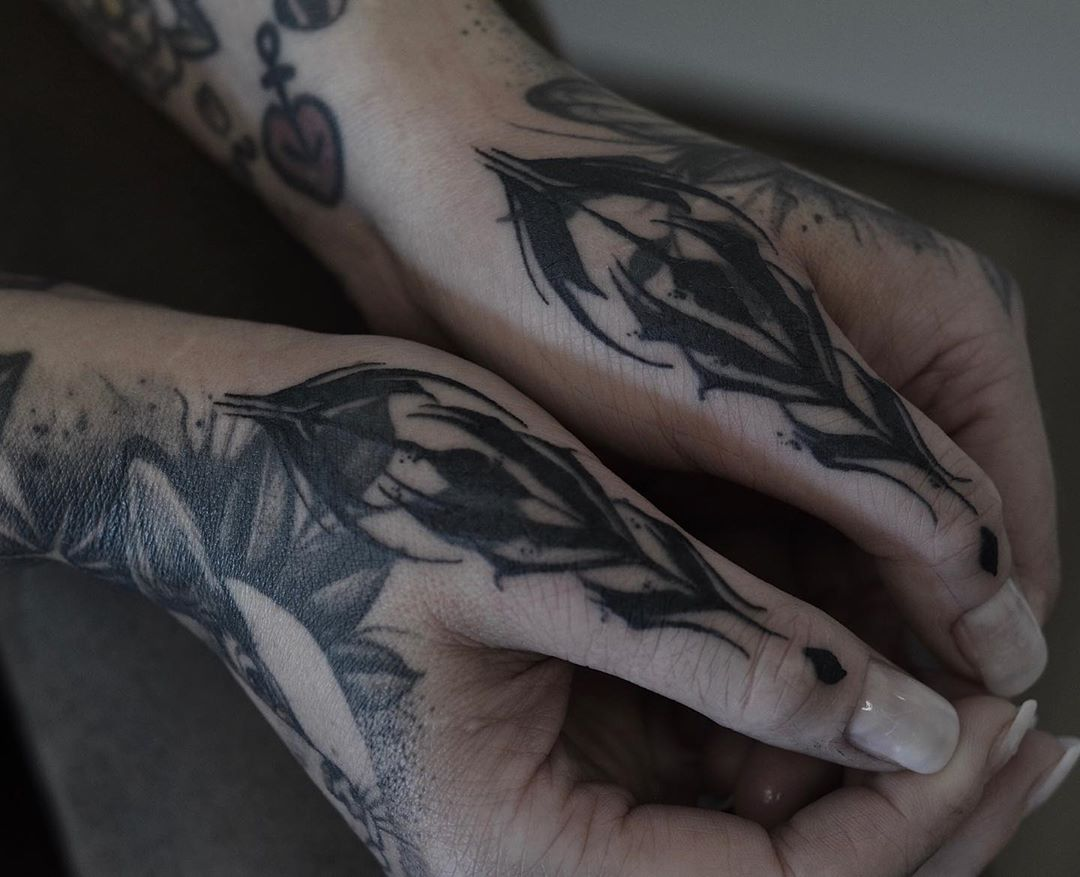 |CALLIGRAPHY| . . .  #tattoo #tattooart #tattooartist #artist #ink #inked #inkaddicted #tattooed #thumb #thumbtattoo #handtattoo #jobstopper #calligraphy #calligraphytattoo #blackwork #black #blackworktattoo #knuckles #frankfurt #germany #atlrmlrn #tattoodesign #tattoosofinstgram #tattooideas #wannado #fingertattoo #fingertattoo #blastover