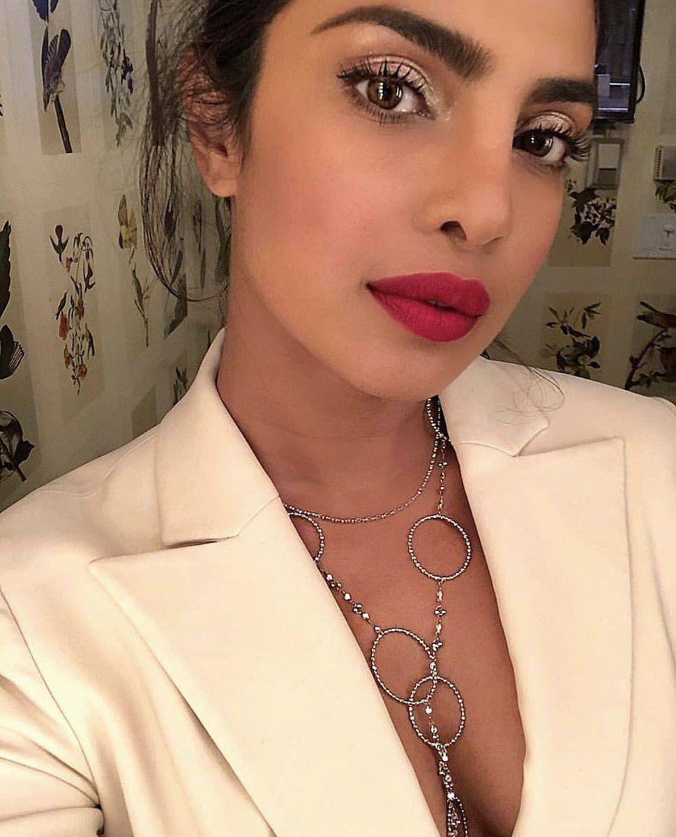 Pin by 퀸 ♏️ on Priyanka chopra❤️  Priyanka chopra makeup