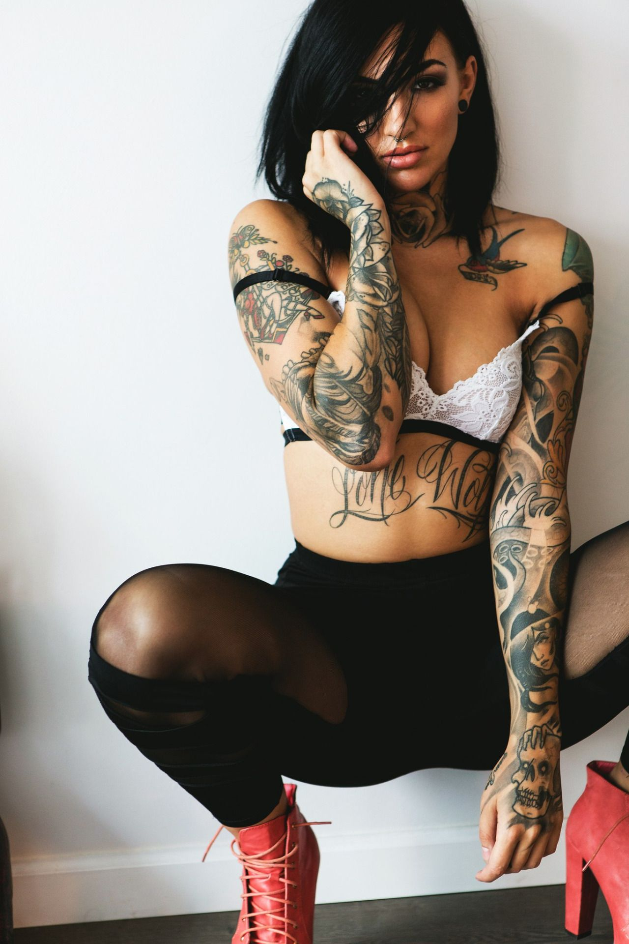 Nackte tattoogirls butts