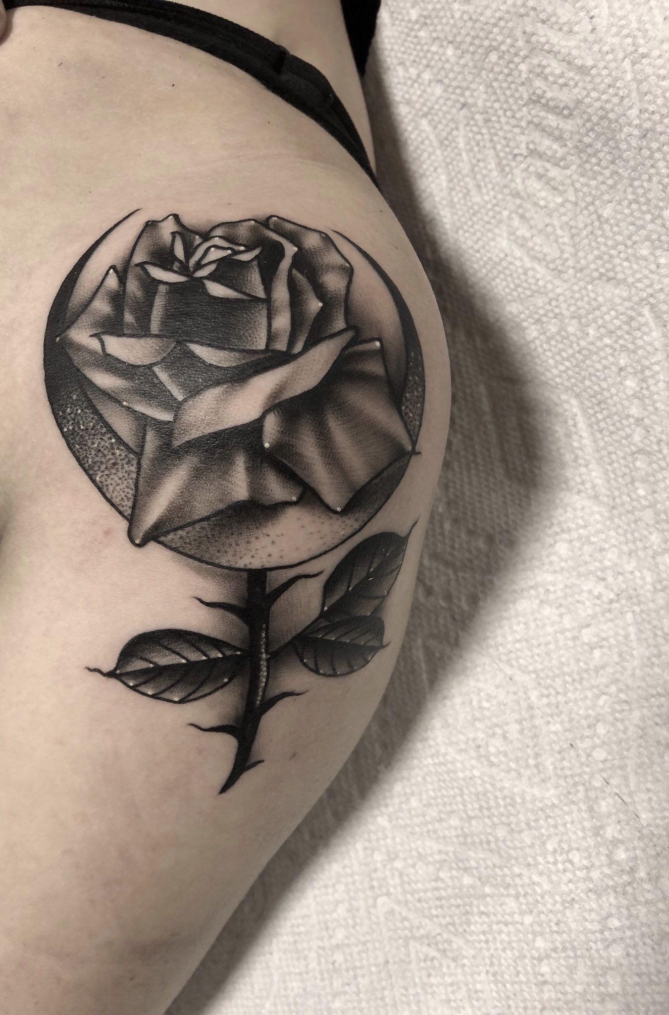 Rose Crescent Moon Venus Symbol Tattoo Looks Kind Of Feminist Tattoos Symbolic Tattoos Rose Tattoo
