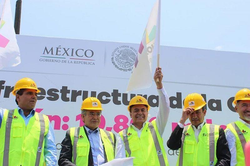 Michoacán continua avanzando al desarrollo, lo cual queda demostrado una vez más con el arranque de obras para la modernización de la infraestructura en Morelia, dijo el coordinador del PRD ...