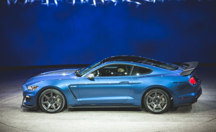 car brand auctioned: ford mustang gt350r 2017 car model ford