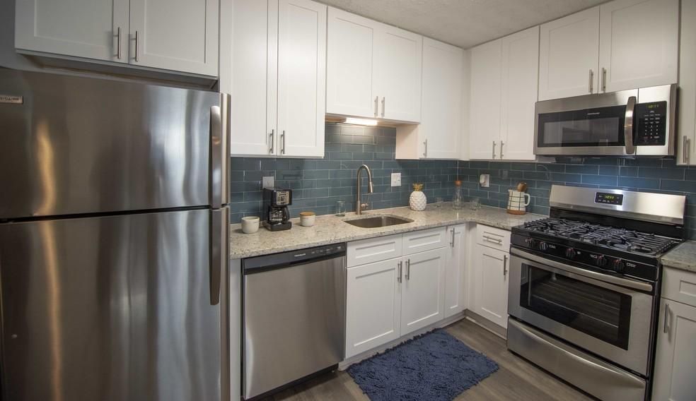 Paces Ridge At Vinings Apartments Atlanta Ga Apartments For Rent Apartment Complexes Patio Grill