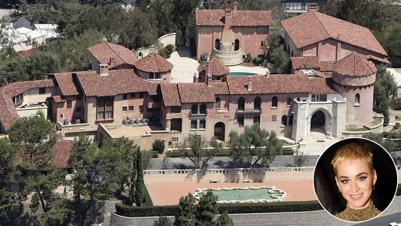 Katy Perry S Crib Is Sweet Celebrity Houses Celebrity Mansions Los Angeles Homes
