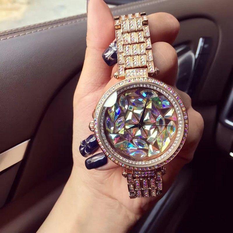 Фото дорогие часы в женских руках