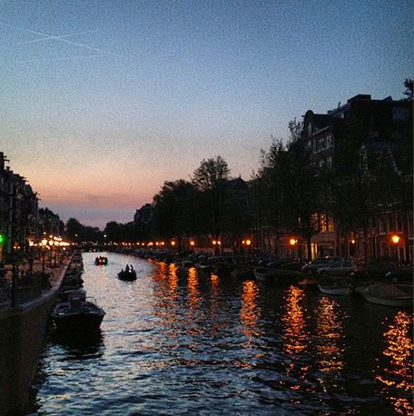 Amsterdamse gracht in de nacht