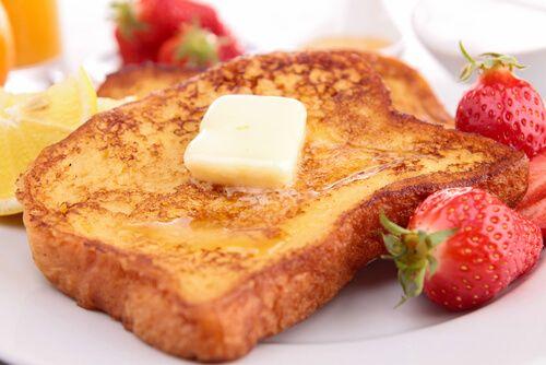 No dejes de leer la siguiente receta de tostadas francesas. No son aptas para las personas que prefieren lo salado o bien para los que están haciendo dieta, corren el riesgo de ¡querer comer muchas!