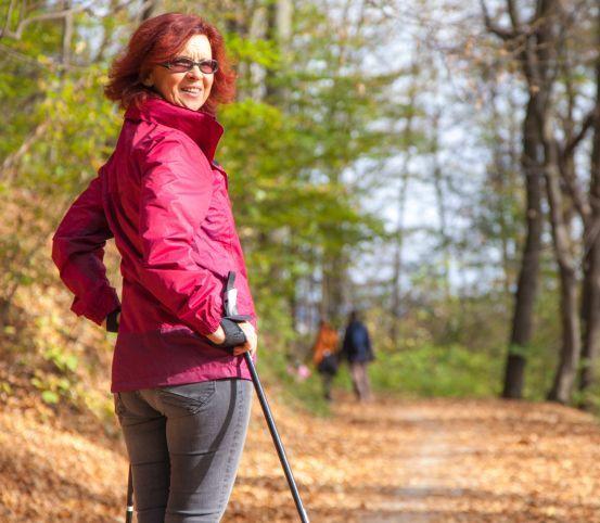 Nordic walking je vhodný pre všetky vekové kategórie: Spoznajte jeho výhody