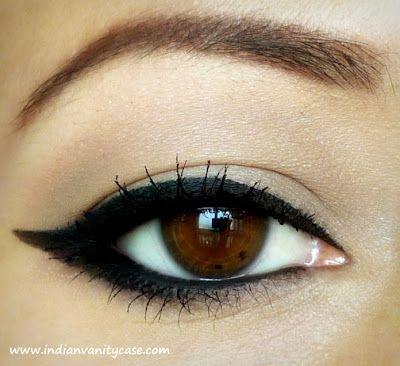 Cat's Eye Liner Tutorial | Hair, make up and nails...ooh ...