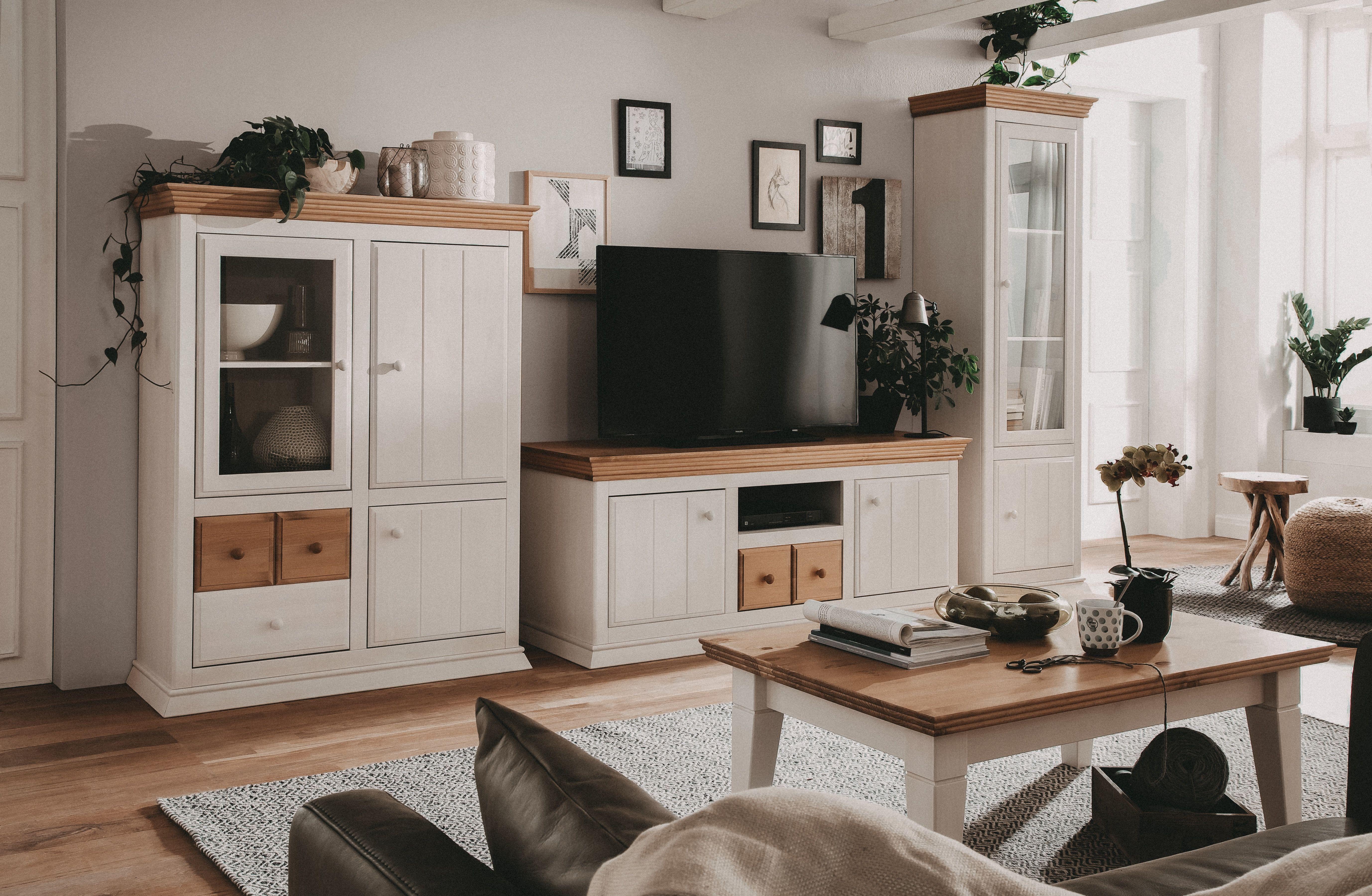 Für die Möbel der Serie SYLT wurde massives Kiefernholz