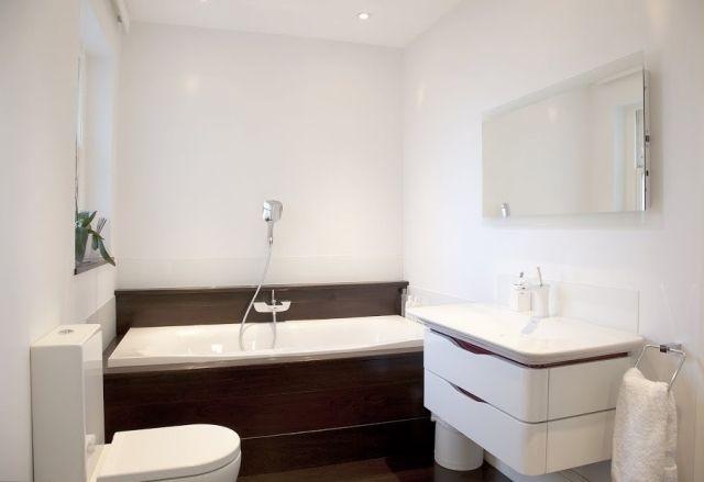 Dispersionsfarbe Badezimmer ~ Kleines bad badewanne handbrause weisse wandfarbe speziell.jpg