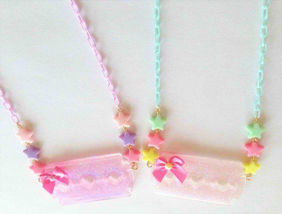 Menhera Glitter Razor Halskette von cherrycheezySHOP auf Etsy