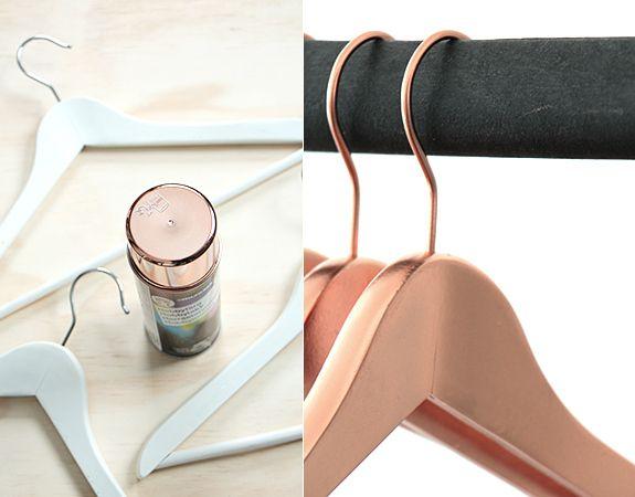 DIY – Pintura en spray para dar glamour a objetos aburridos | Pintura en spray, Perchas, Perchas decoradas