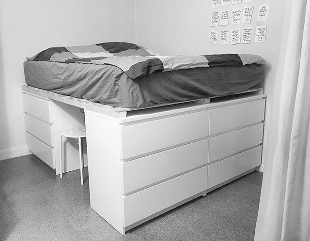 Dasneuebett Hatmeinlieblingsmenschselbstgebaut Diy Ikea Ikeahack Nochnichtganzfertig Furnit Diy Plattform Bett Plattform Bett Lagerung Bett Selber Bauen