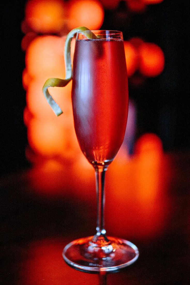 The Seelbach Made With Bourbon Triple Sec Bitters And Sparkling Wine And Garnished With An Orange Twist Photo Ra Cocktails Cocktail Making Winter Drinks