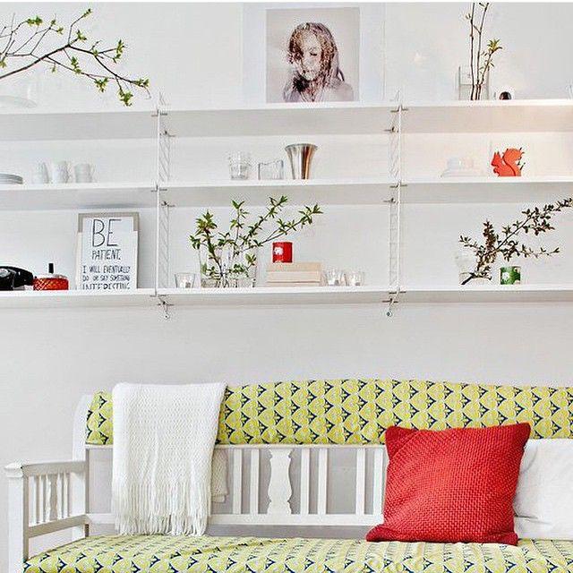 #Stringregal In Voller Breite über Dem #Sofa Im #Wohnzimmer
