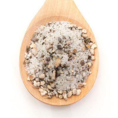 Sal Grillé para Carne Sal de río con especias para condimentar todo tipo de carne cocinada al grille o barbacoa.