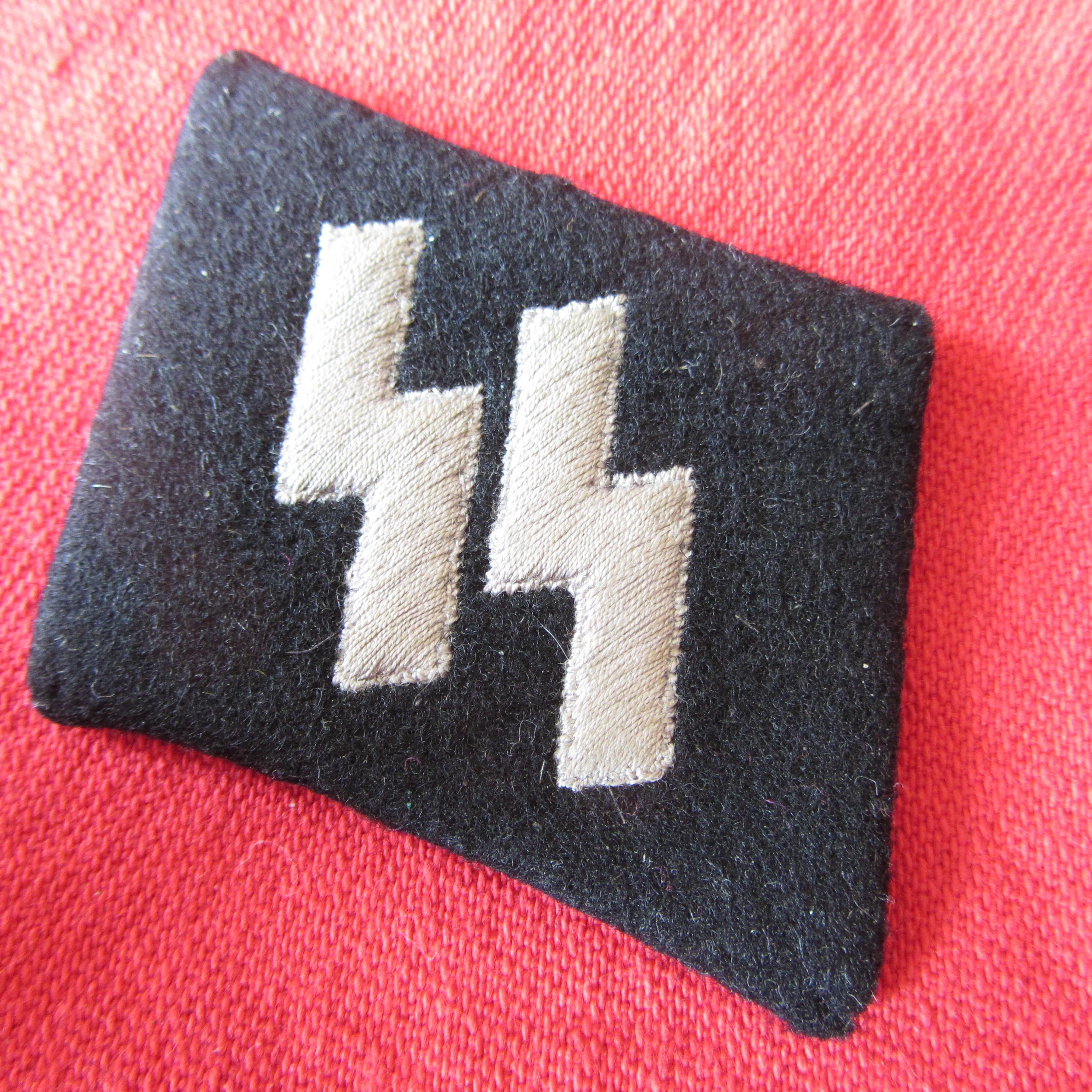 WAFFEN SS O.R/N.C.O. RUNIC COLLAR PATCH Embroidered runes -RZM/SS/M212175 paper Label 5mm * 40mm Ref 14-59a more details @ www.ww2militaria.net