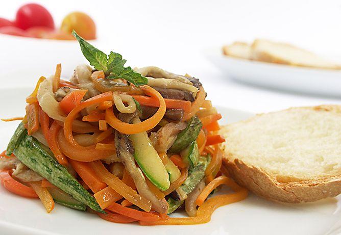 Ensalada de Vegetales al Grill - Rica ensalada para deleitar al paladar con una cena muy saludable y nutritiva... Una receta light pero con mucho sabor.