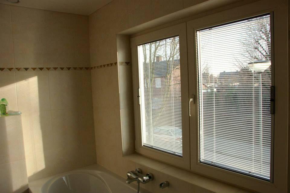 badkamerraam met luxaflex in het glas verwerkt (nooit meer ...