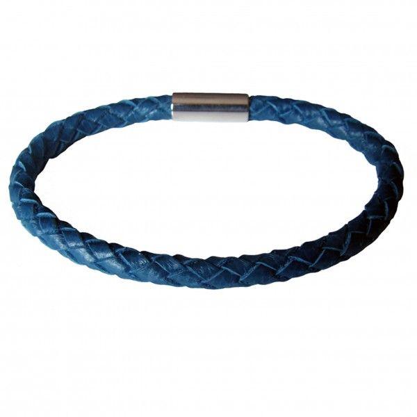 """Bracelet de cuir """"damier"""" tressé à 6 brins. Couleur : bleu canard. Fermoir magnétique en acier inoxydable."""