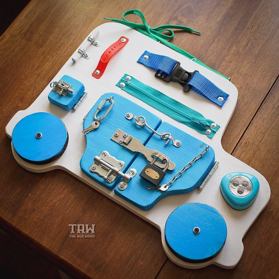 besch ftigt board holzspielzeug activity board. Black Bedroom Furniture Sets. Home Design Ideas
