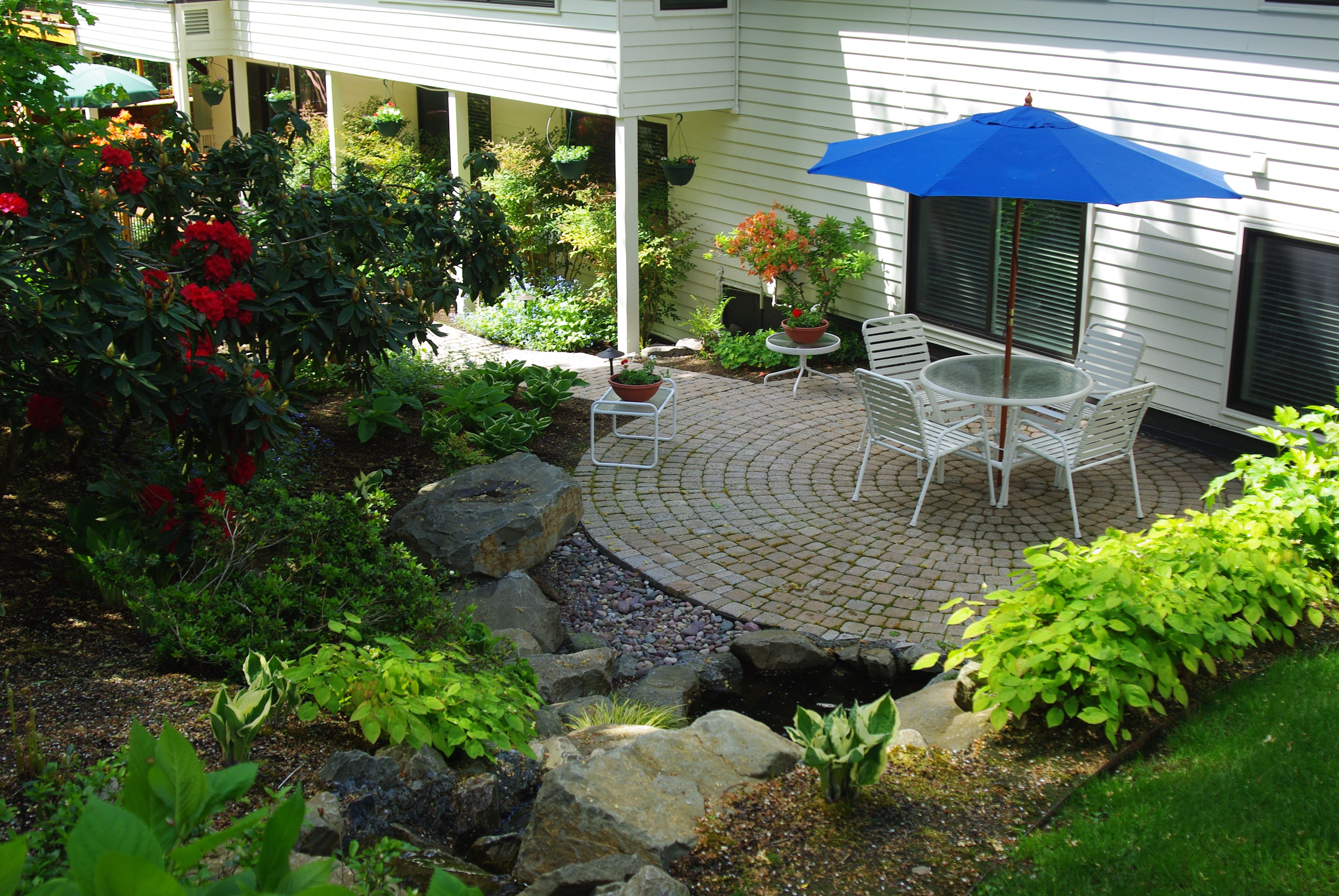 Outdoor Living : Landscaping : Small Patio Idea With Round Glass Table And  White Garden Chair