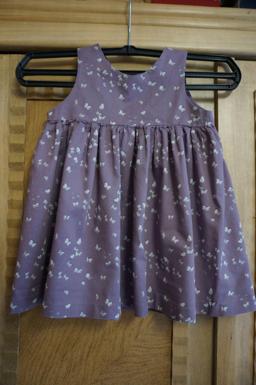 """Petite robe issue des """"intemporels pour bébé"""""""